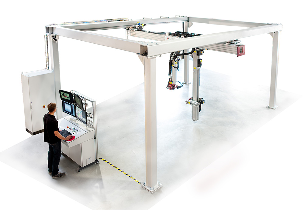 The XRH Gantry is a roof-mounted system with seven independent axes.